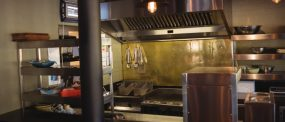 commercial-kitchen-in-restaurant-G84NWED